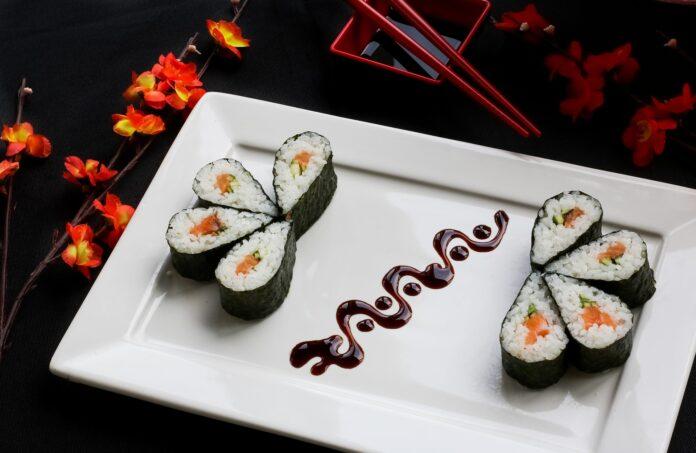 Mangiare sushi a dieta: si può? Ecco cosa dice l'esperto
